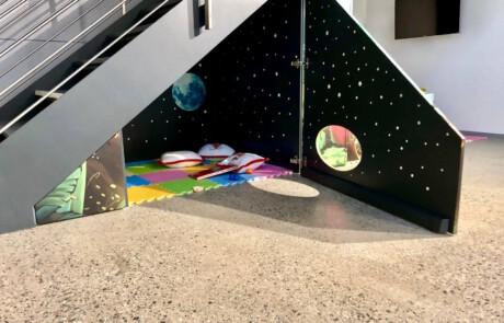 Interaktive Möbel als Kinderspielplatz